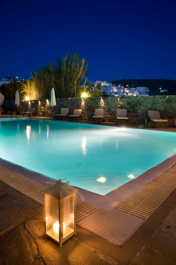 pool bar mykonos h tel de luxe avec bar de la piscine. Black Bedroom Furniture Sets. Home Design Ideas
